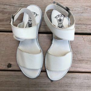 FLY LONDON Mousse/Idra Flat Leather Sandals
